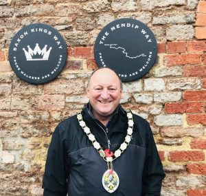 Frome Mayor Mark Dorrington in front of new walking waymarkers