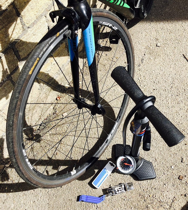 Emergency-bike-pump-and-repair-kit