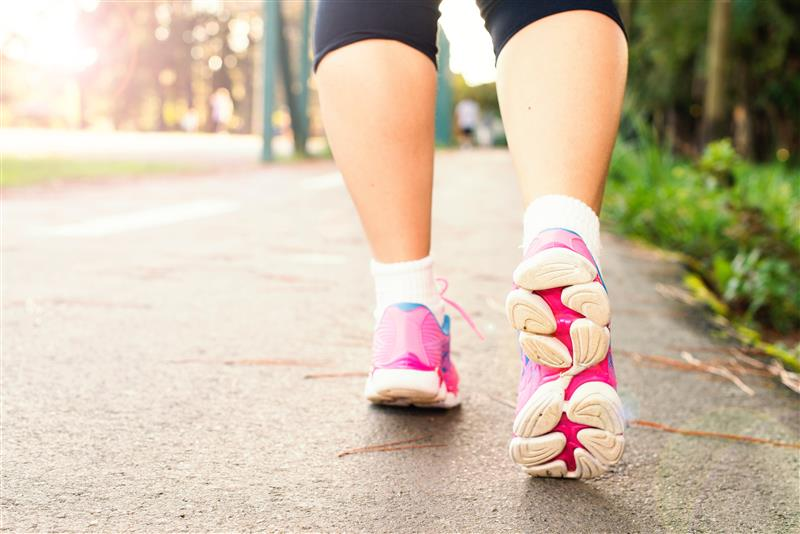 Picture of lady running in trainers